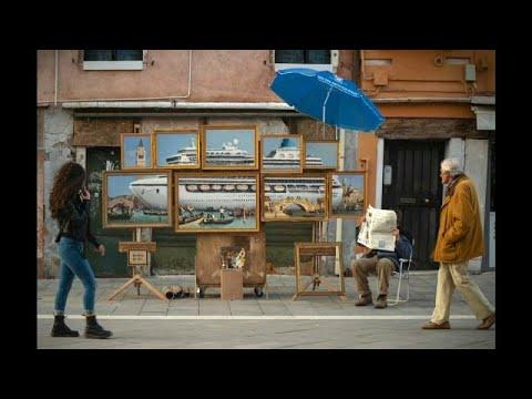 شاهد الفنان البريطاني بانسكي يكشف عن عمل فني جديد بـالبندقية الإيطالية