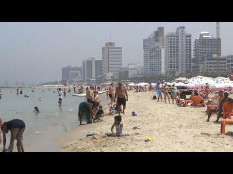 مستوطنو إسرائيل يلجأون للشواطئ هربًا من موجة الحر الشديدة