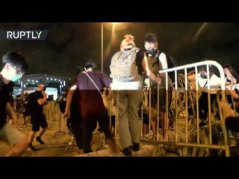 اشتباكات بمحيط البرلمان في هونغ كونغ